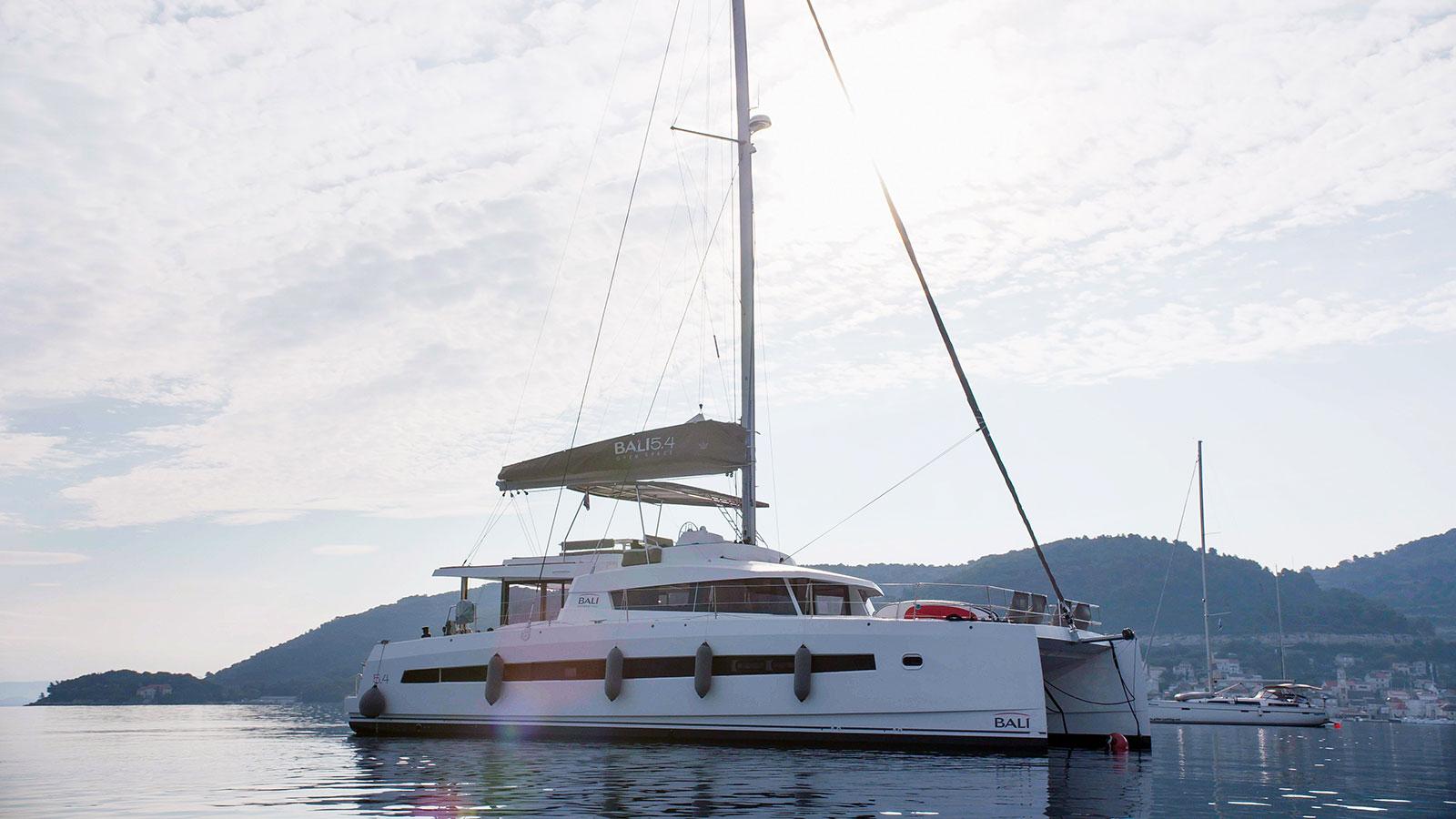 Catamaran BALI 5.4